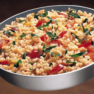 arroz venere rucula y tomate